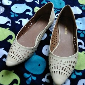 Restricted flats size 9
